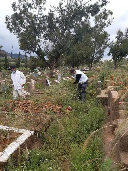 """جمعية الخير للخدمة السريعة لاكرام الميت تنظم"""" حملة للنطافة بالمقبرة الإسلامية اولاد اضريد ببني ملال."""