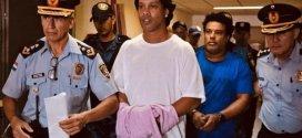 النجم رونالدينهو وشقيقه يغادران الإقامة الإجبارية بباراغواي
