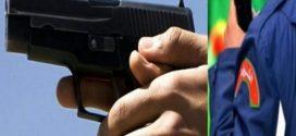 مفتش شرطة يستعمل سلاحه الوظيفي بشكل تحذيري