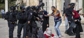 مواجهات عنيفة بين الفلسطينيين وشرطة الاحتلال الاسرائيلي في القدس الشرقية المحتلة..