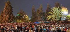 في مشهد مهيب…أزيد من 90 ألف فلسطيني يتحدون القوات الإسرائيلية ويحيون ليلة القدر بالمسجد الأقصى